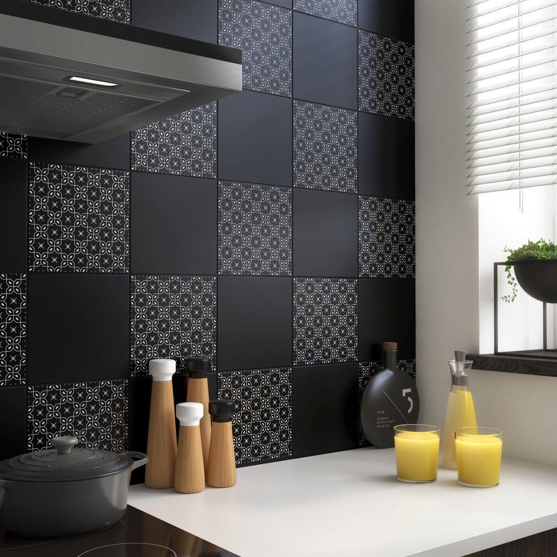 Carrelage Noir Mat Chic Cuisine Leroy Merlin En 2020 Noir Mat Idee Decoration Cuisine Carrelage Noir