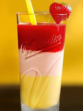 Eierlikör Rezept: Strawberry-Shooter - Cocktail-Rezepte - VERPOORTEN #vodkastrawberries