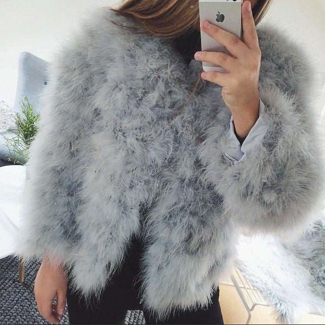c213e2f7 Faux fur jakke - Lysegrå Ostrich Feather Jacket Light Grey - Americandreams