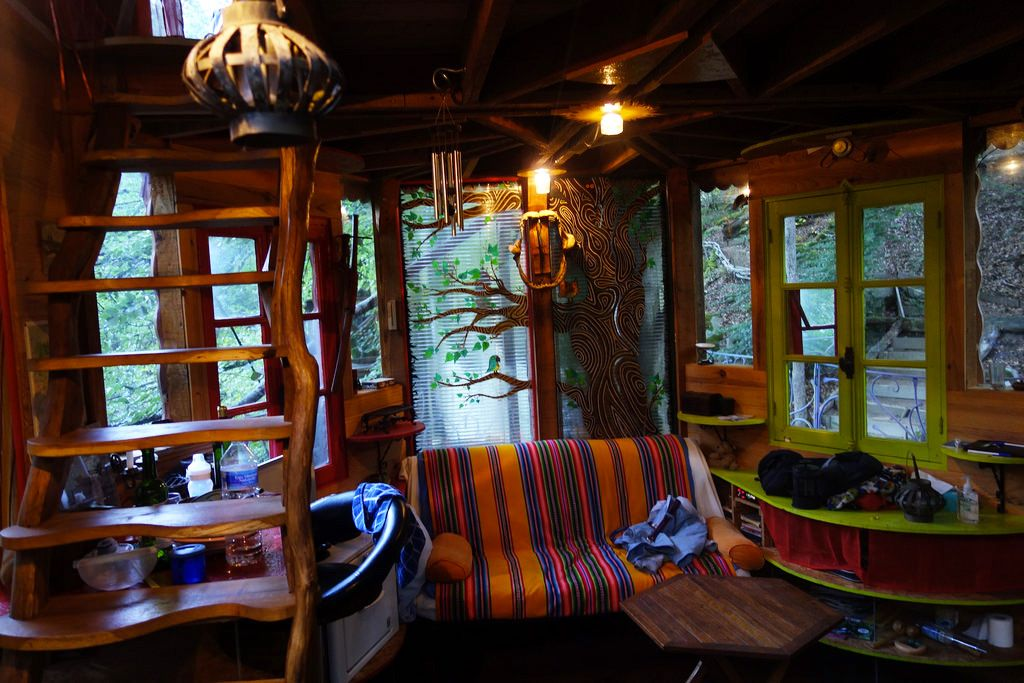 auvergne treehouse a cozy treehouse with a hanging bridge which leads to the observation deck. Black Bedroom Furniture Sets. Home Design Ideas