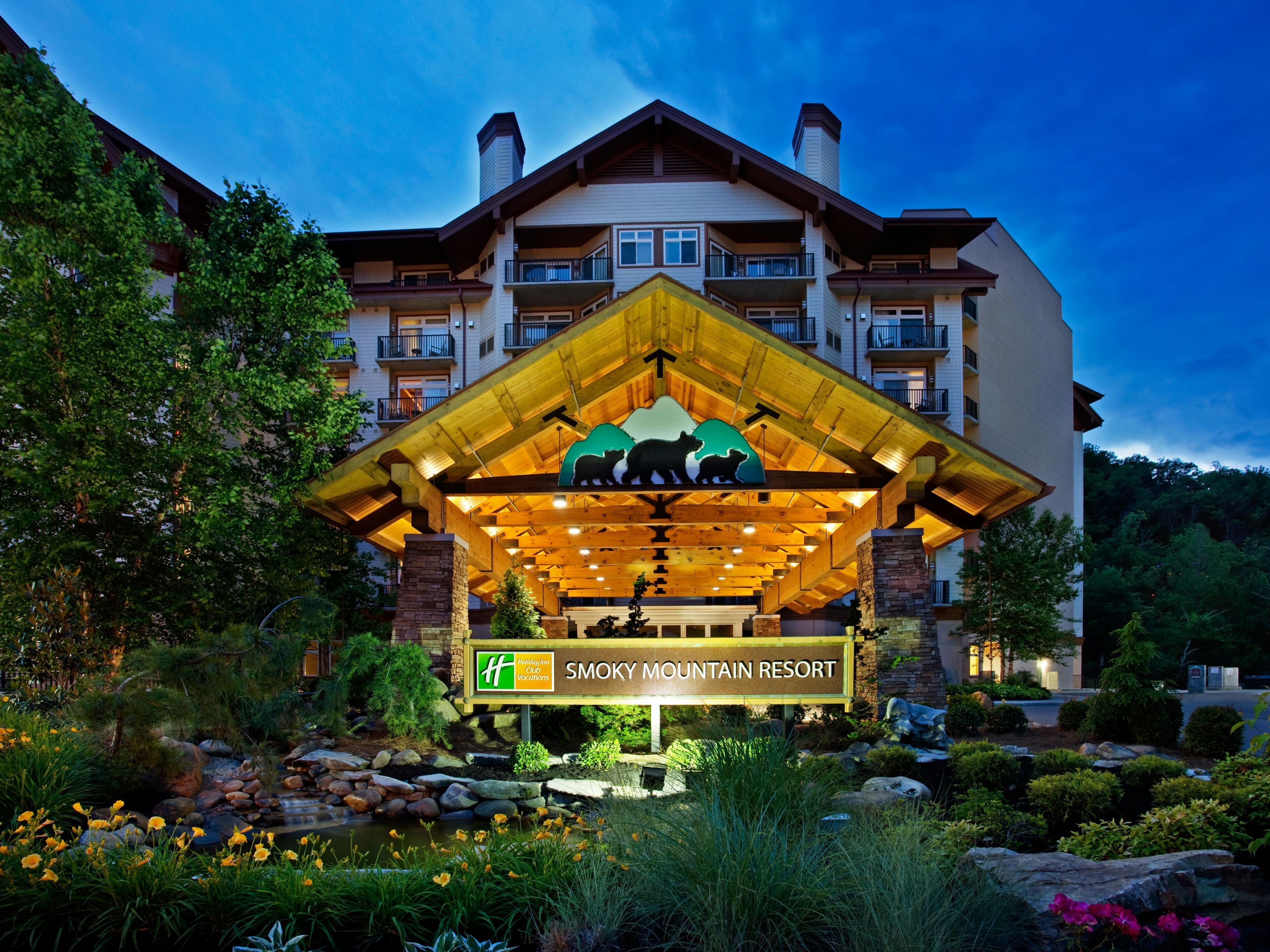 World Hotel Finder Holiday Inn Club Vacations Gatlinburg Smoky Mountain Great Smokey Mountains Deals Pinterest And Vacation