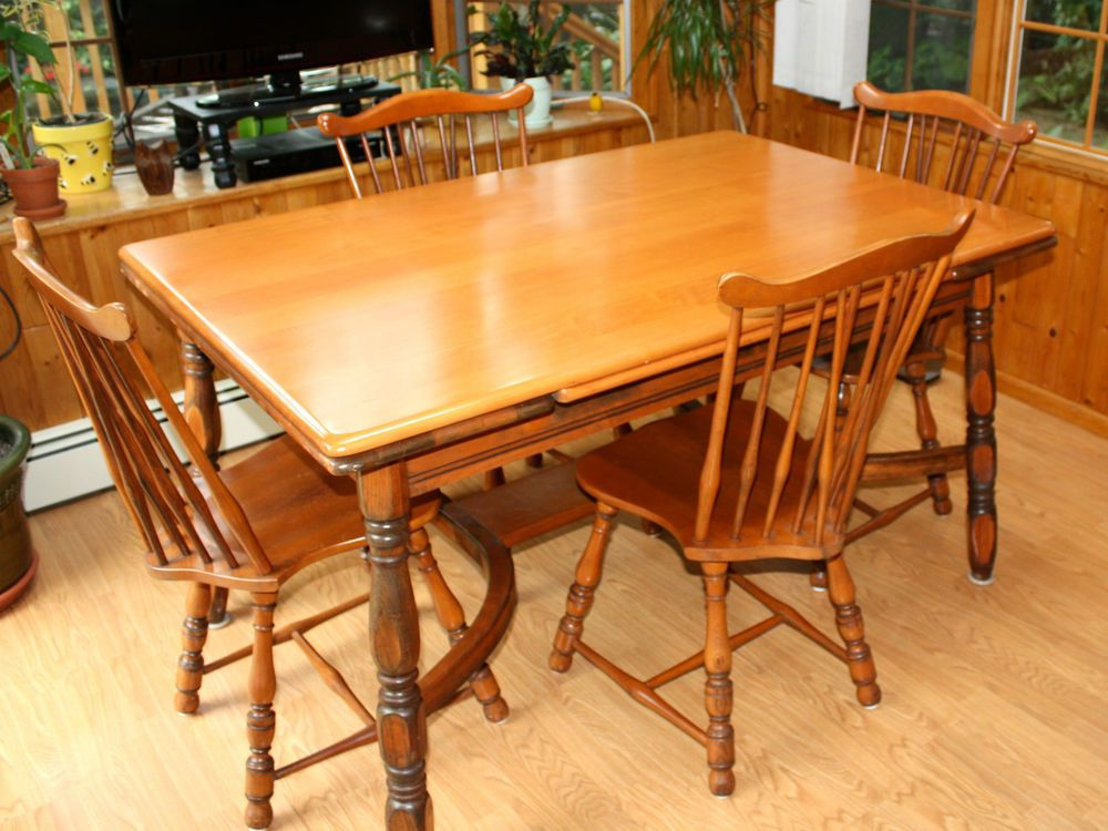 Amazing Vintage 1940s Traditional Solid Maple Dining Set, Table And Four Chairs