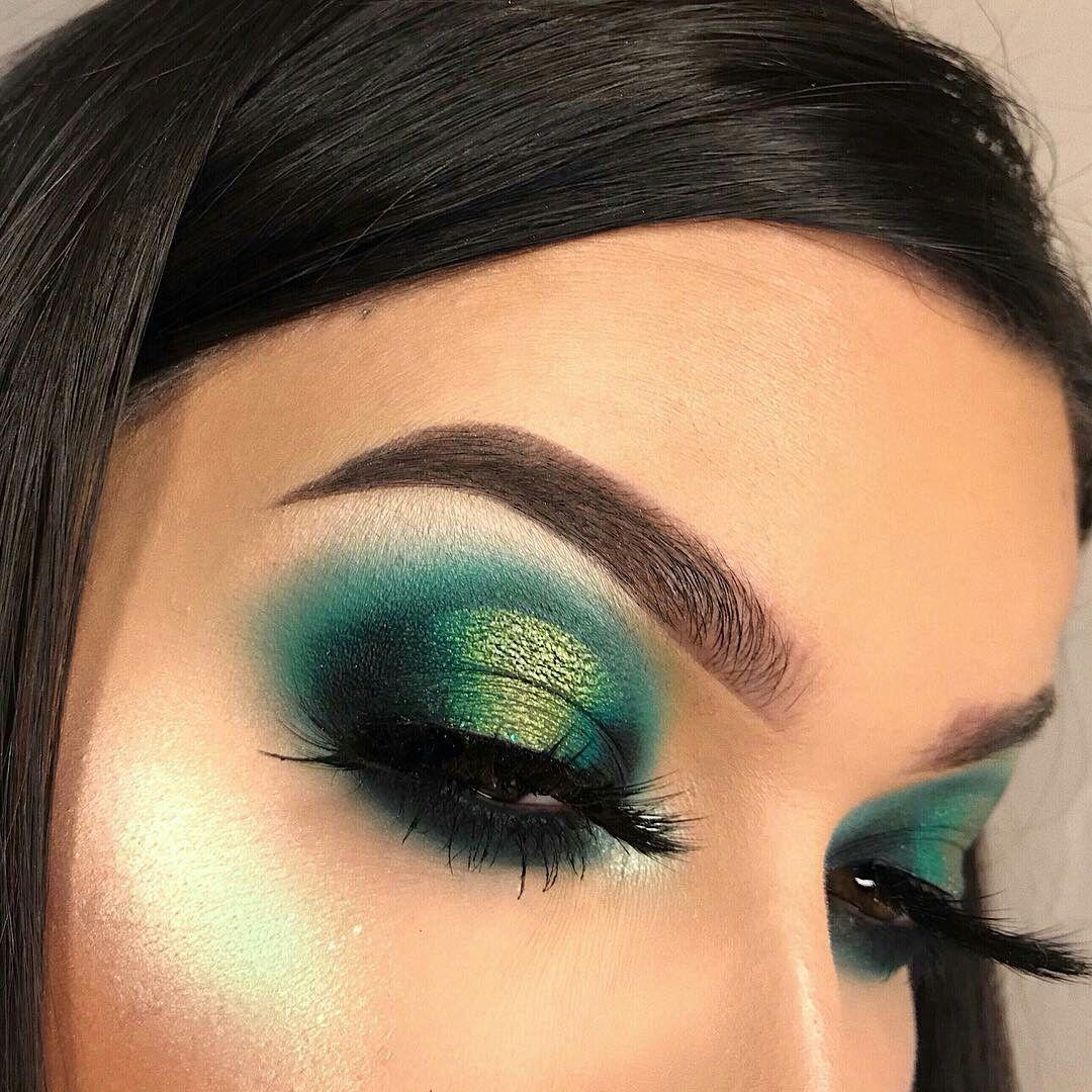 Green peacock eye makeup