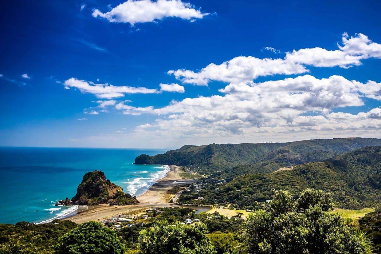 Piha (pays des surfeurs) Lion Rock - Nouvelle-Zélande