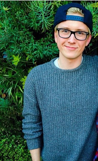 Ok, so I was never a Tyler Oakley fan to being with (didn't hate him, just never watched his videos)... and he does have the right to his own opinion. HOWEVER he jumped to conclusions and started being rude toward Liam. I still don't hate Tyler, but I don't agree with him. Also, I think that he still should've respected Liam's opinion even if Liam DID say otherwise. ~ 1DforLife