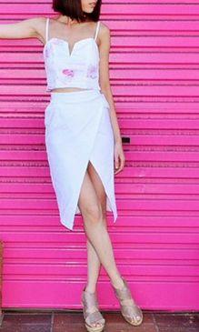 I love the drape detail of this white skirt so much,
