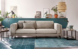 Grijze Bank Interieur, bekijk deze lichte woonkamer met comfortabele ...