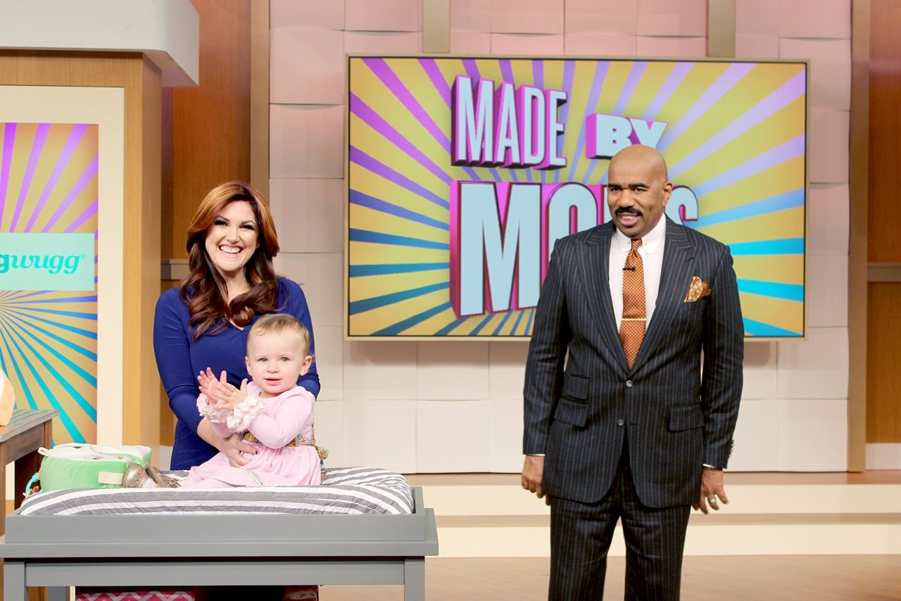 Steve Harvey Called #Snuggwugg the baby product that's sweeping the nation. Check out our video and see why :) Snuggwugg is a brand new product invented by Mom Lisa Cash Hanson when her daughter suffered from colic and reflux and hated diaper changing. She would kick and squirm so Lisa created Snuggwugg. Also perfect for shopping carts, car seats and more. Use with educational flashcards, apps, & toys. Huggies Award Winner