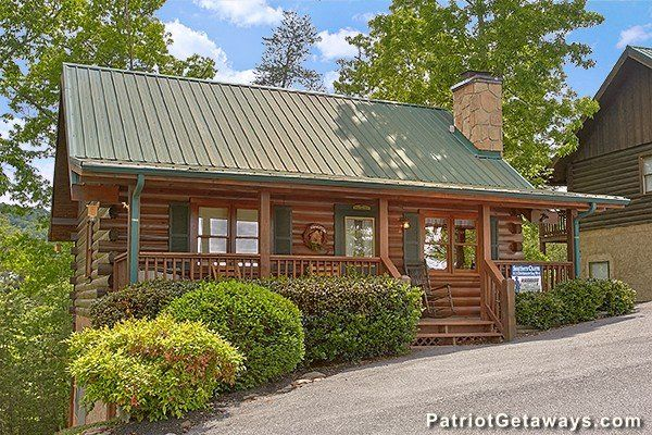 Southern Charm Luxury 2 Bedroom Pigeon Forge Cabin Rental With Images Cabin Pigeon Forge Cabin Rentals Tennessee Cabins