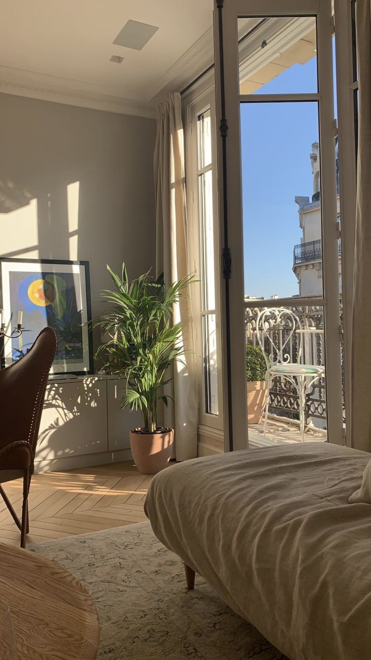 Paris in the summer! (With images) | Aesthetic rooms ...
