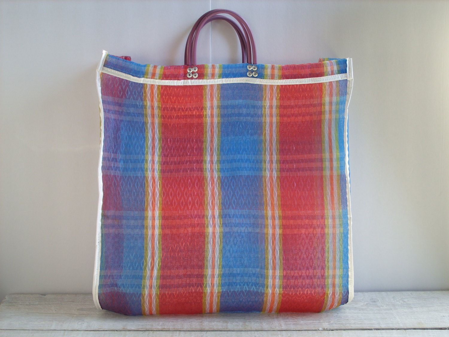d708c1b575c9 Vintage Shopping Bag ~ Reuseable Plastic Mesh Plaid Market Grocery Tote ~  Red Blue Beach Bag by RetrOAmyO on Etsy