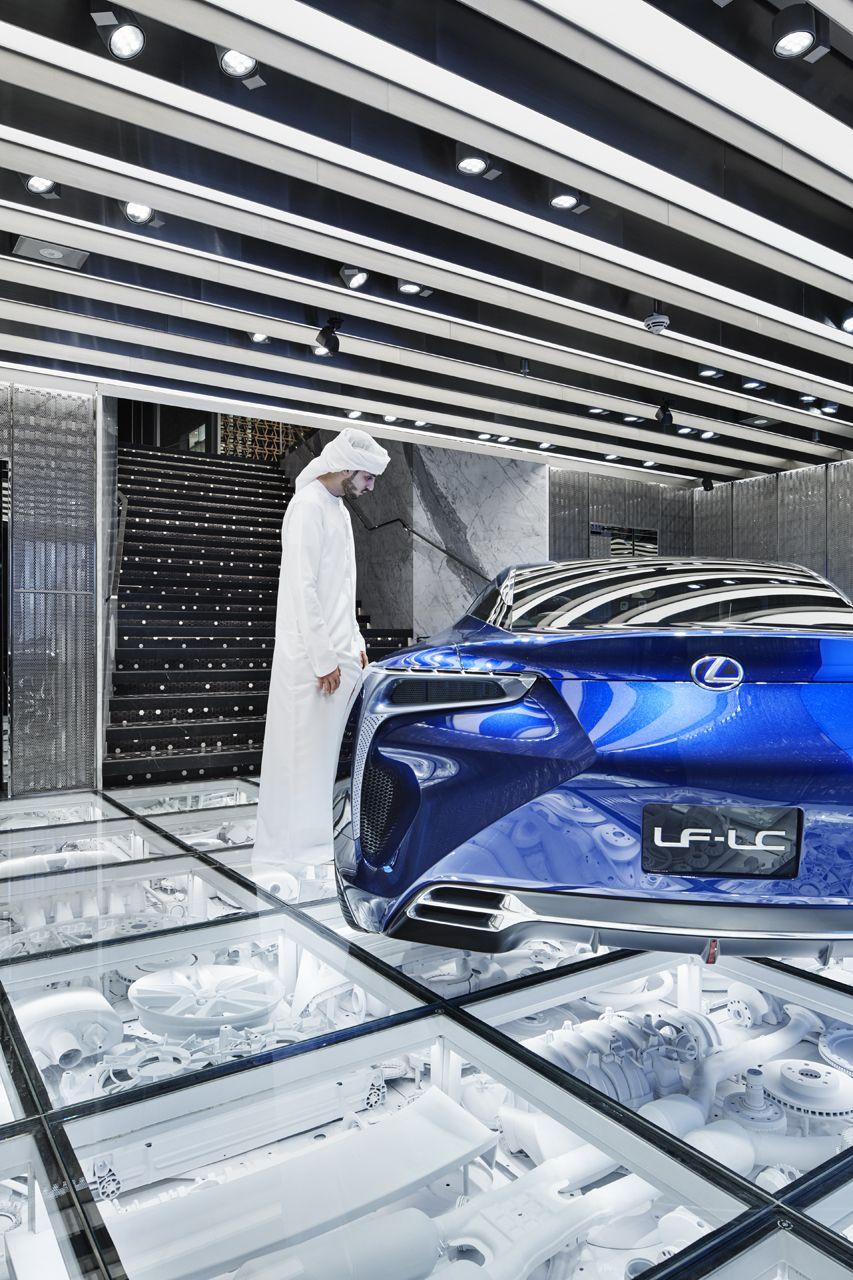 Intersect By Lexus Dubai Wonderwall ガレージのデザイン ガラスの床 ガレージハウス