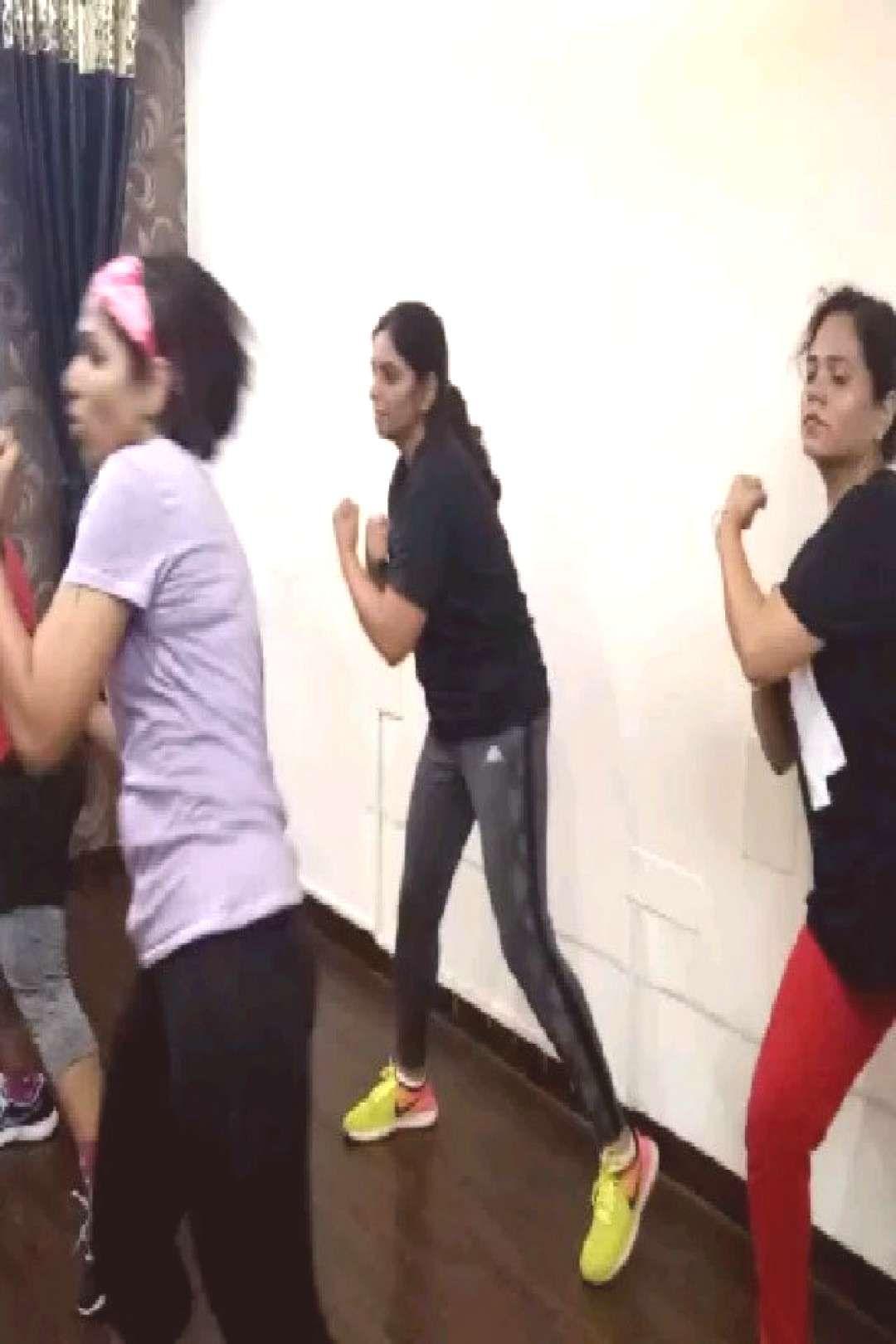 #peaceloveandpositiv #indianwomenfitness #peoplepeople #birthday #standing #fitness #parties #2 FITN...
