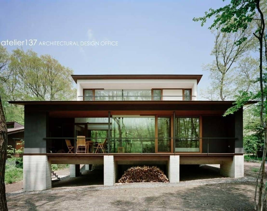 テラスとリビングが一体化した森に佇む家 日本のモダンな家 ホームウェア コンテナホーム