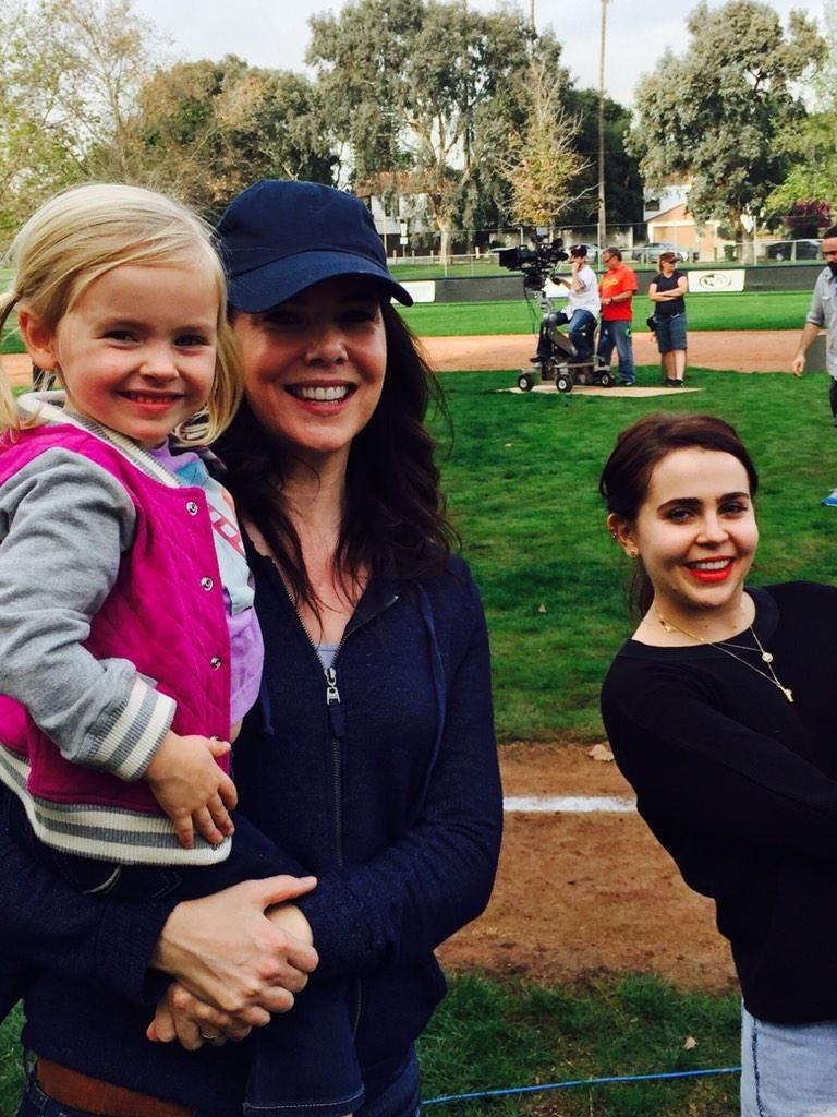 Lauren Graham on Twitter | Parenthood tv show, Gilmore