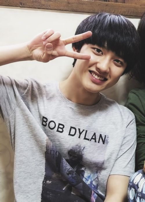 I love Kyungsoo in the movie Cart >< he really looks like an average 15  years old teen in that movie when he's 20+ years old