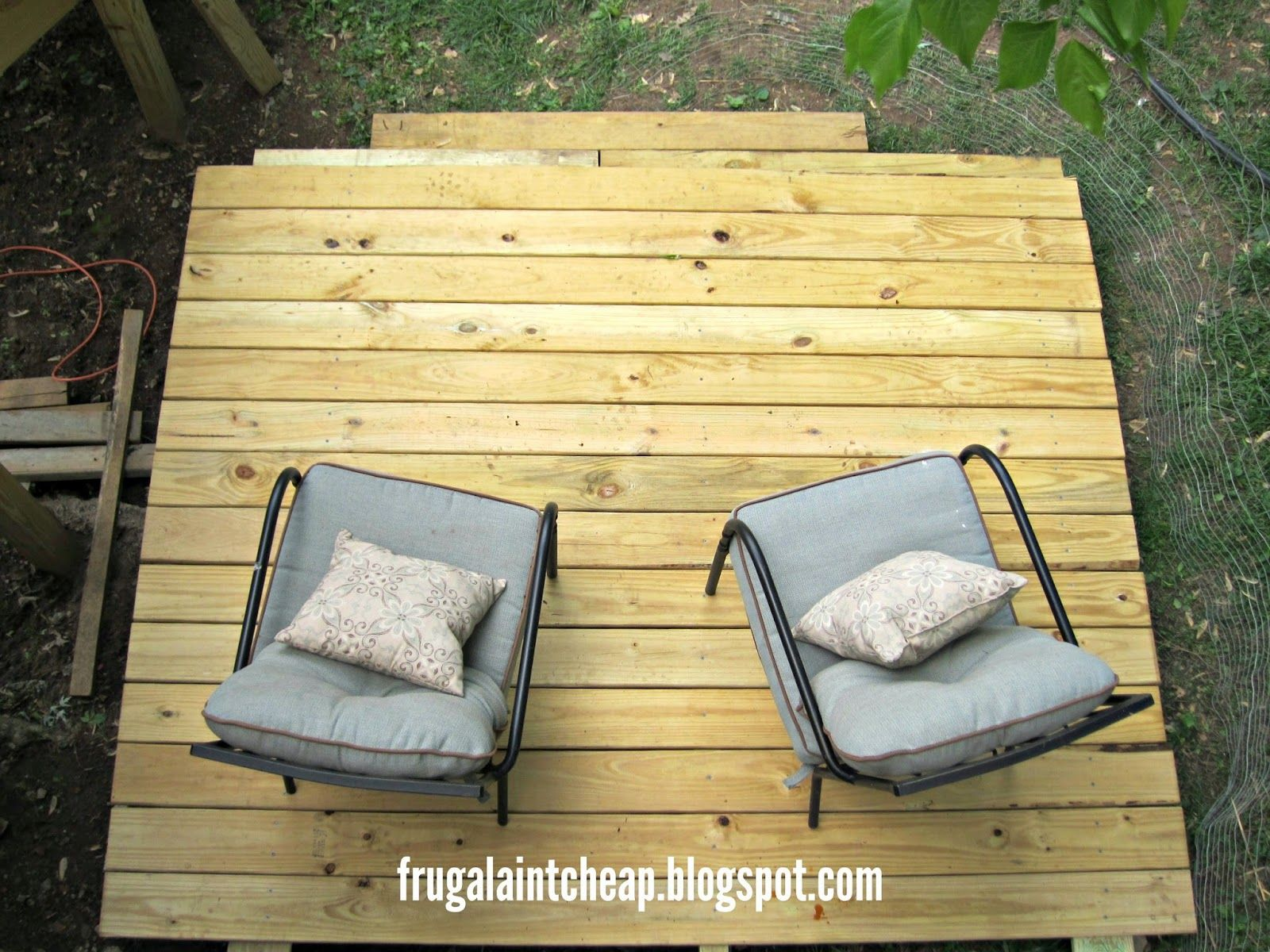 Frugal ain 39 t cheap diy floating deck outdoor home for How to build a cheap floating deck