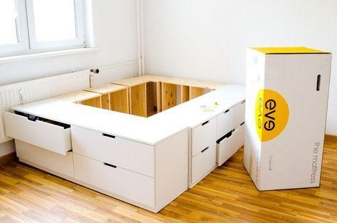 Diy Ikea Hack Plate Forme De Lit Construit A Partir De Commodes Publicites Ikea Decoration Diy Ikea Ikea Lit Rangement
