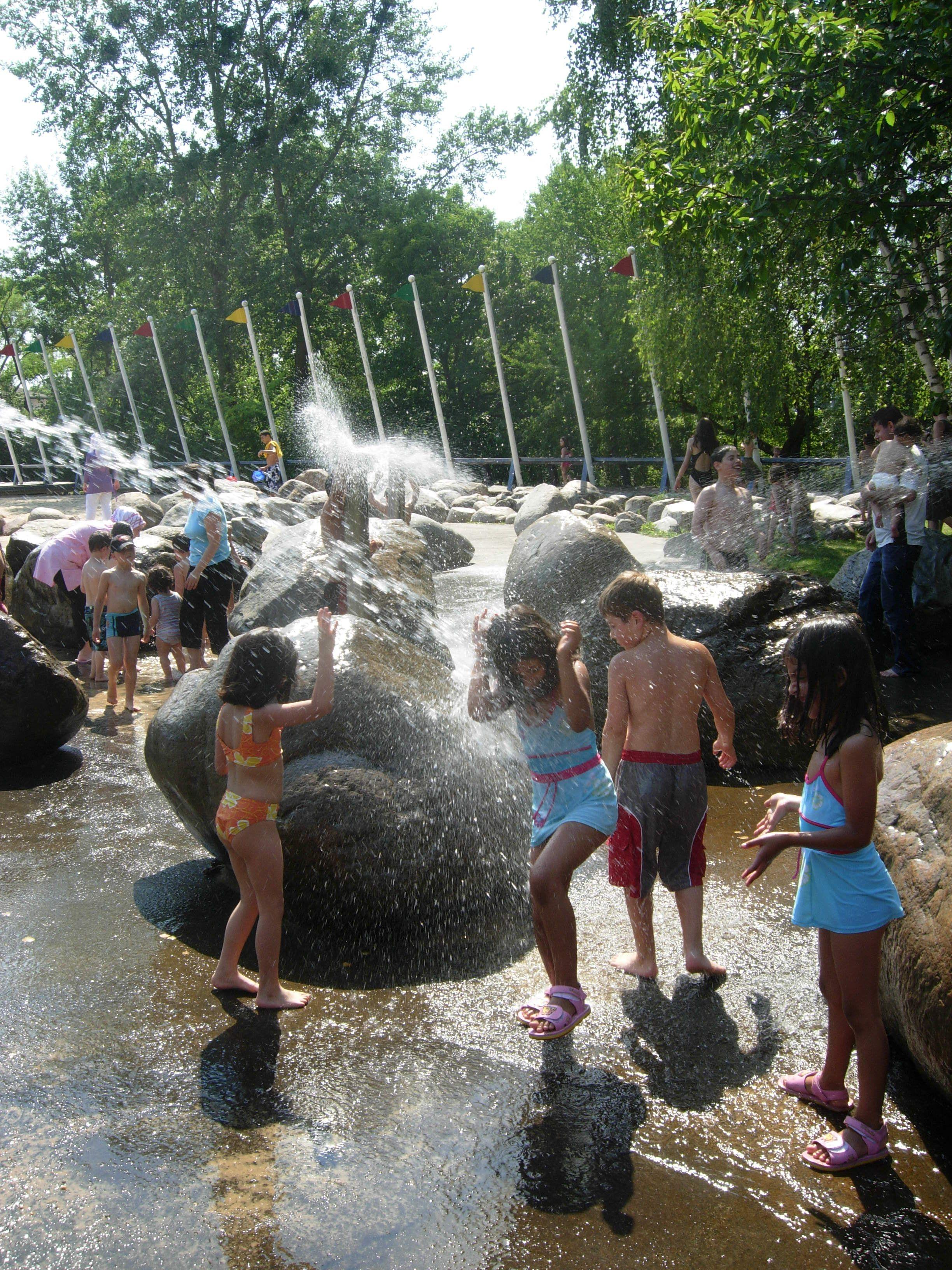 Garten berlin  Photo: Frode Svane. Water play in Britzer Garten - Berlin ...