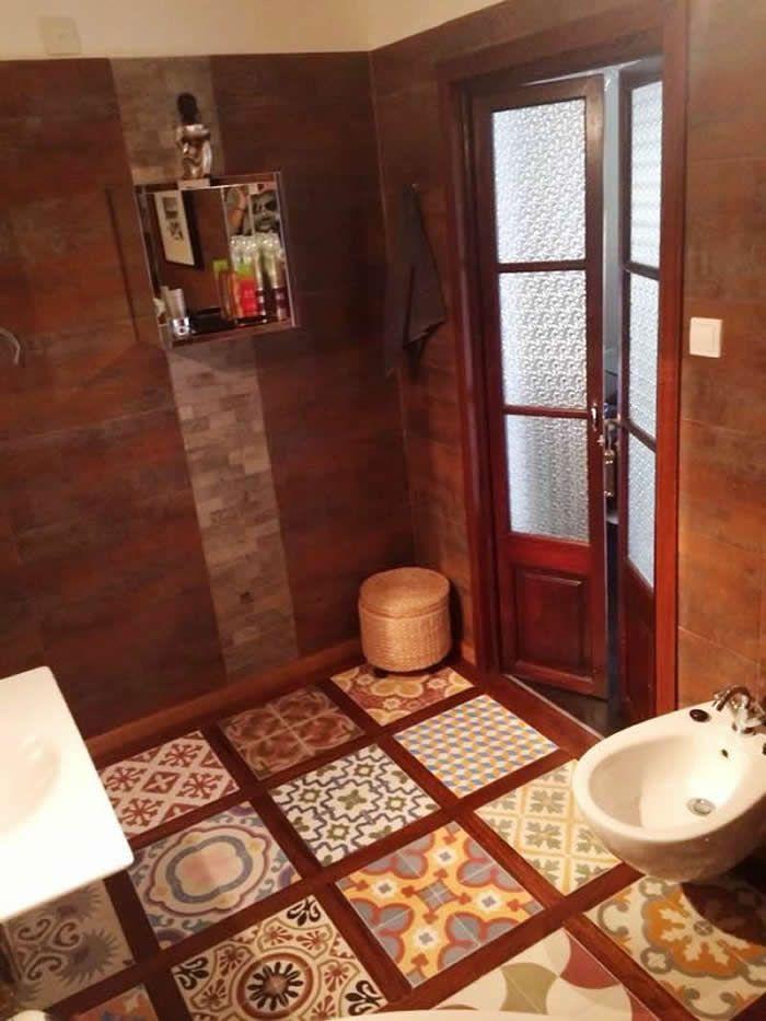 Mosaico de suelo hidr ulico en ba o decoraci n vintage for Pinterest decoracion banos