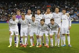 """El equipo de Real Madrid es un equipo excelente en el tiempo de club futbol. Ellos compiten en """"La Liga"""" y han ganado treinta y dos veces y han ganado UEFA diez veces. El equipo fue creado en 1902 y los colores son blanco, negro, y rojo."""