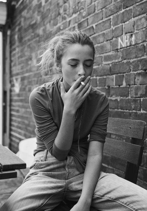 Zigaretten Teenager-Mädchen rauchen Jugendliche &