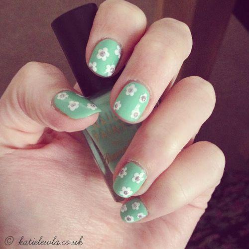 NOTW- Mint Green Daisies