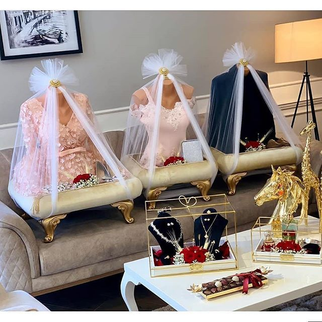 افكار لتقديم هدايا الخطوبة Wedding Gift Hampers Wedding Gifts For Bride And Groom Wedding Gifts Packaging