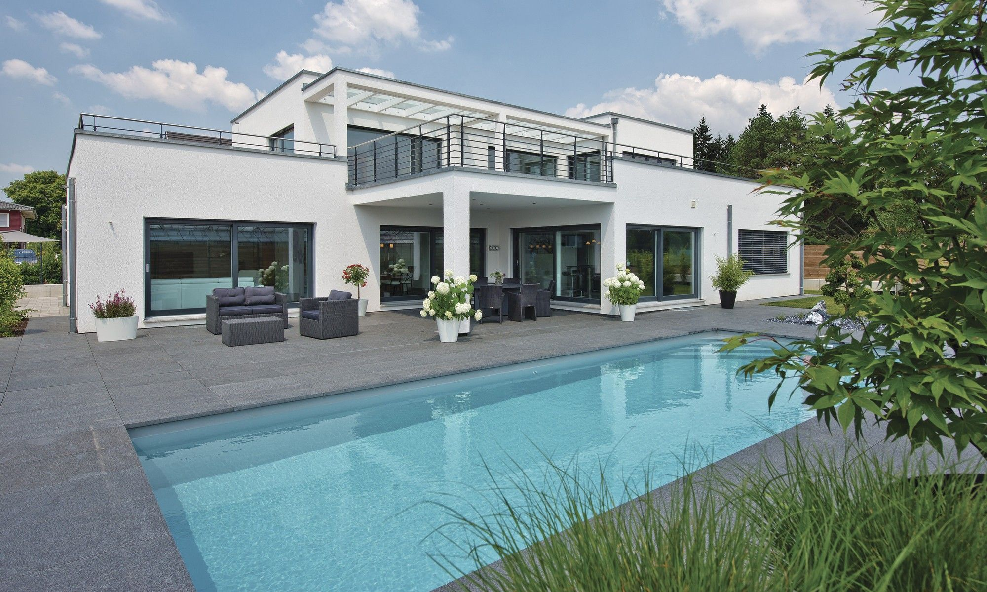 Musterhaus Village Neuf EbenLeben Repräsentative Häuser Pool