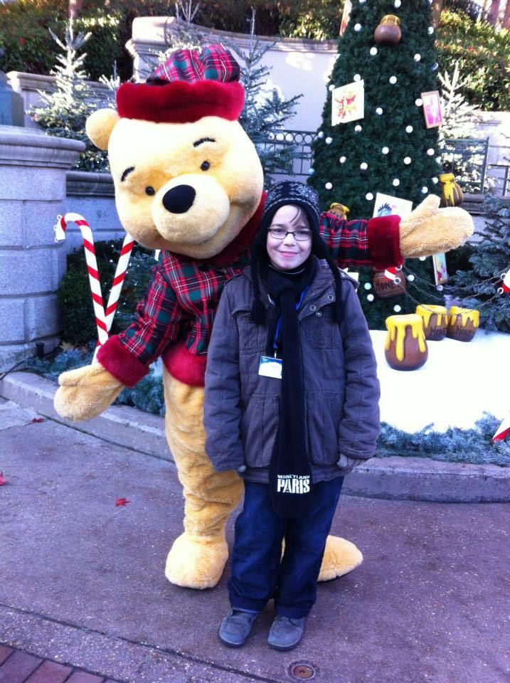 Kevin découvre la magie de Noël à Disneyland Paris (partenaire de Make-A-Wish France). (Pour en savoir plus : https://www.facebook.com/makeawishfrance )