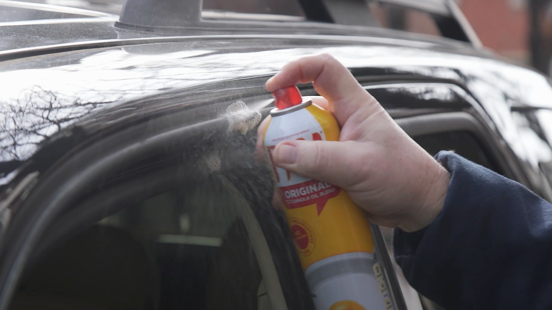 The 1 Thing You Need To Defrost A Frozen Windshield Windshield Car Hacks Cleaning Car Windows