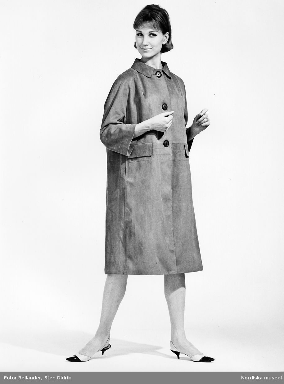 1960-1965. Modell i mockakappa och skor med taxklack. Foto  Sten ... c6fcbbb2d3b7d