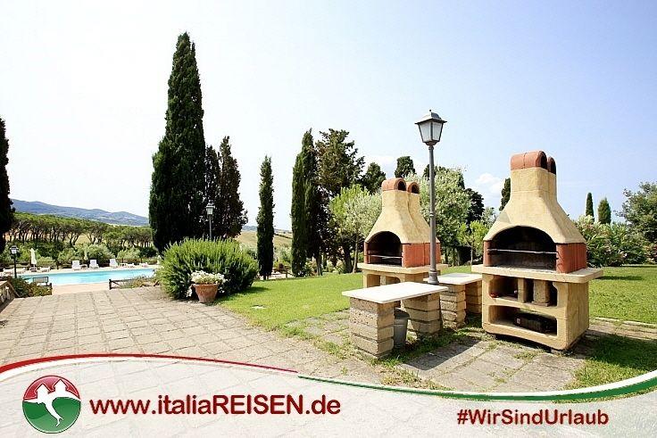 Grillplatz im Garten der schönen Landresidence in der Toskana - pizzaofen mit grill