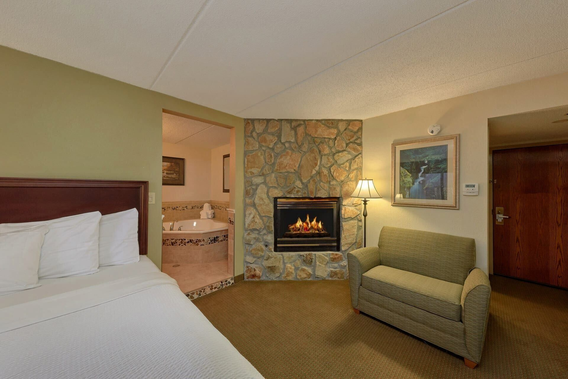 Pigeon Forge Hotel Suite With One King Bed Fireplace Jacuzzi