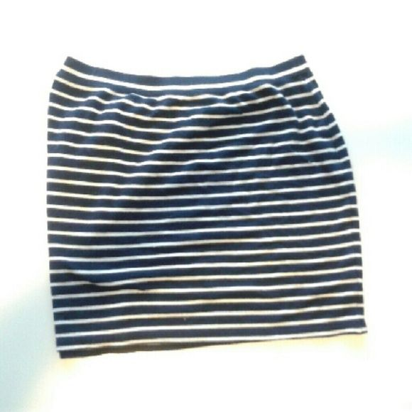Nautical mini skirt Spring is almost sprung ger this super cute stripped skirt navy and white Max Studio Skirts Mini