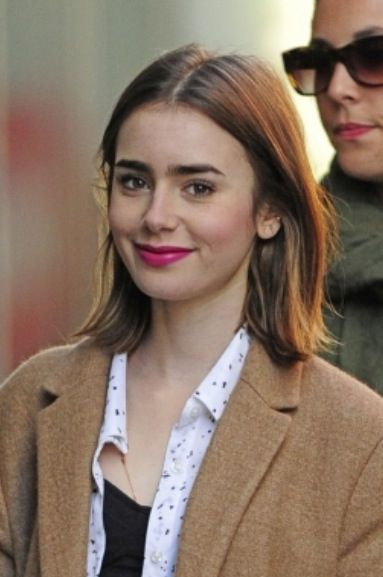 Pin By C On Lovely Ladies Lily Collins Short Hair Lily Collins Hair Celebrity Short Hair