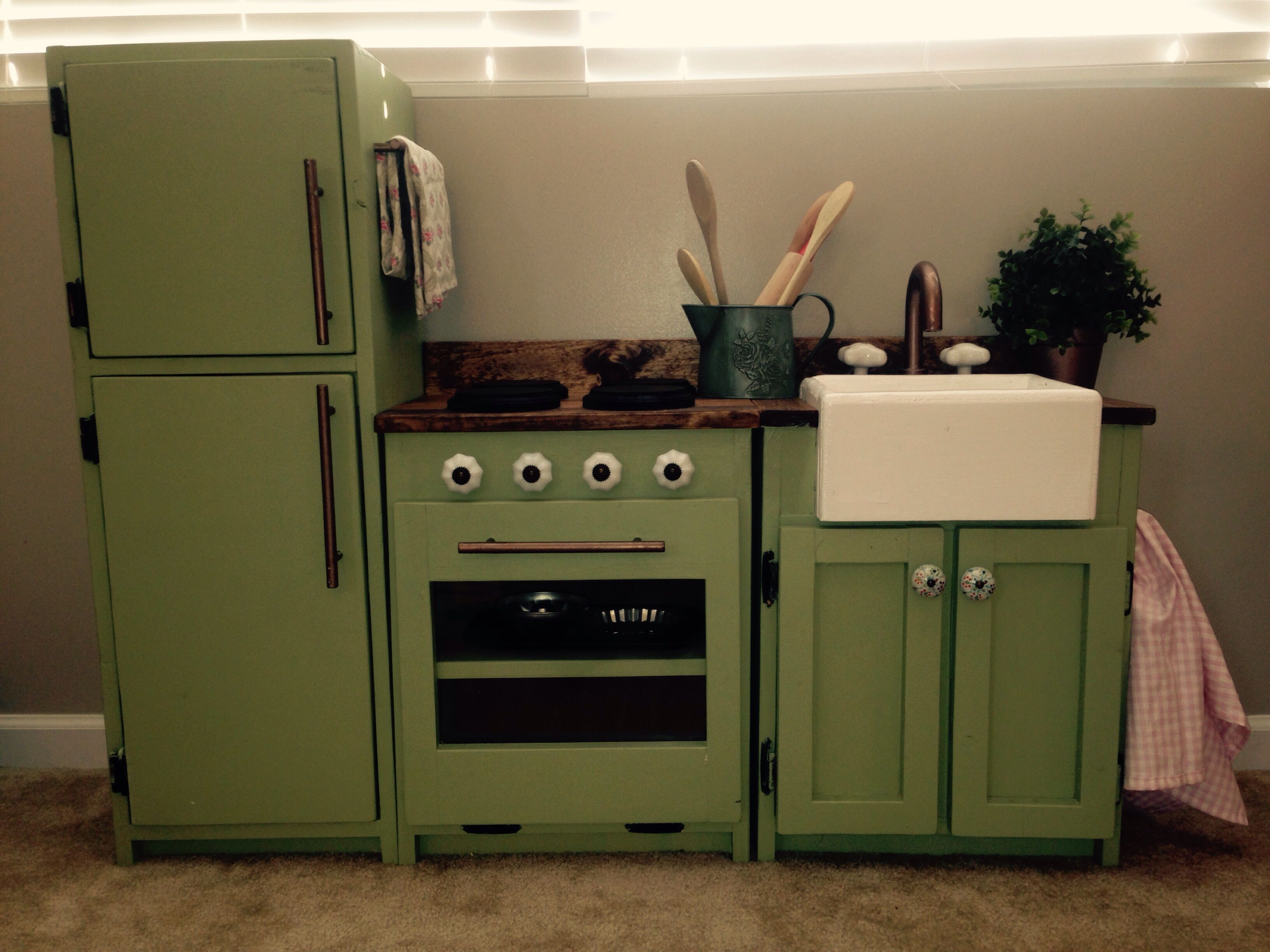 Ava 39 S Play Kitchen Do It Yourself Home Projects From Ana