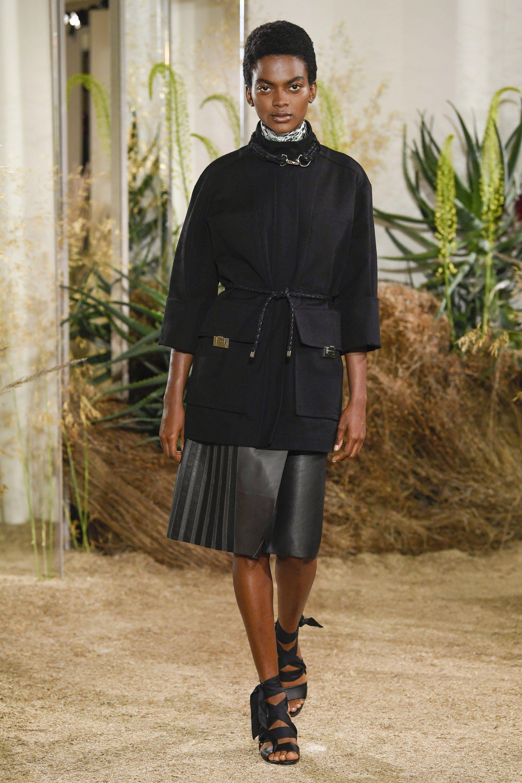 Hermès Resort 2019 Collection - Vogue  beautifulclothes  apparel  clothes   fashion  fashiontends  suit  fashioninspiration  fashiondesigns  designers  ... a933c52299a