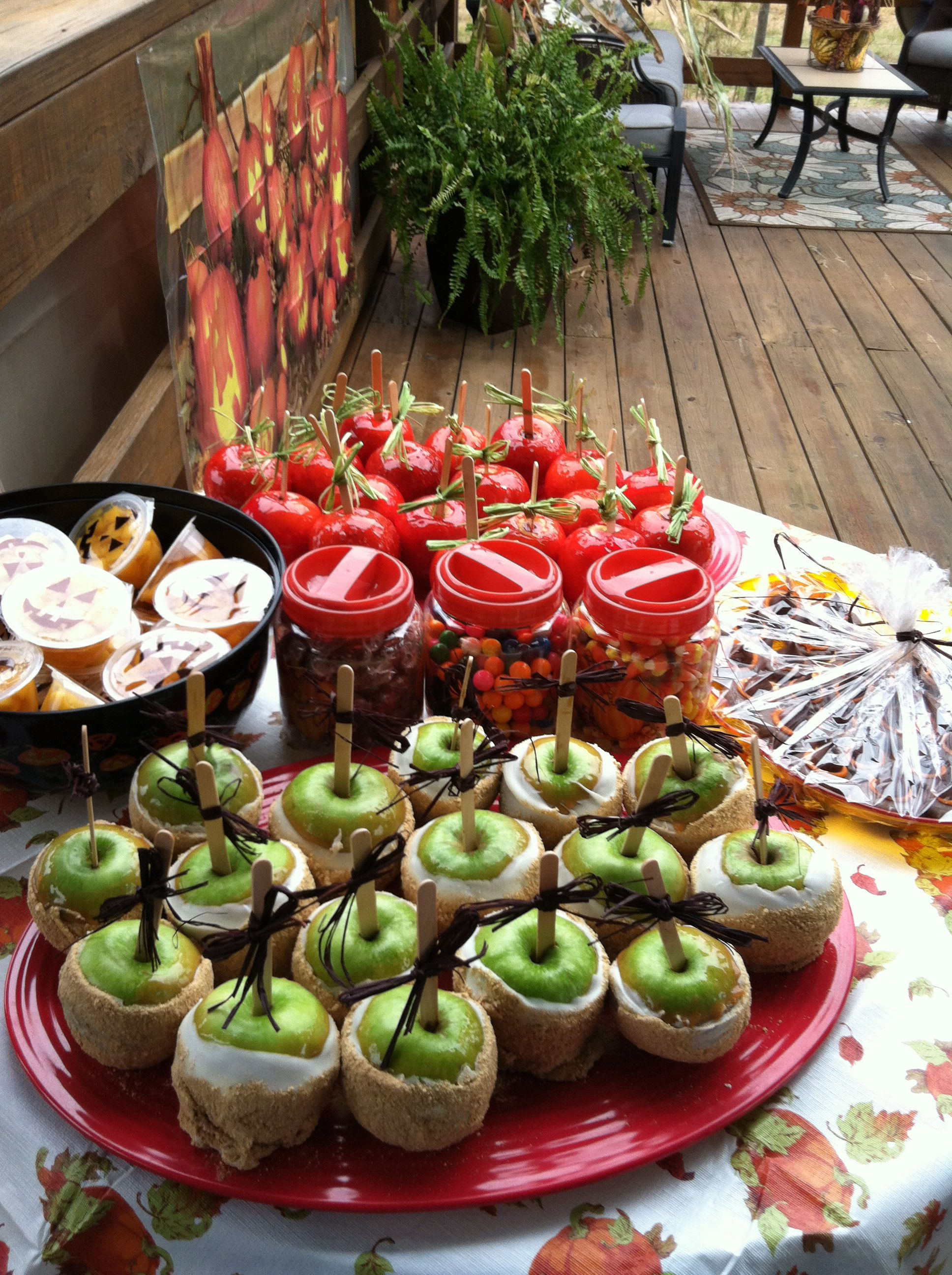 Homemade Candy Apples Were The Hot Item Inspired From Dollywood The Granny Smith Apples Dipped In Carmel W Homemade Candies Granny Smith Apples Apple Dip