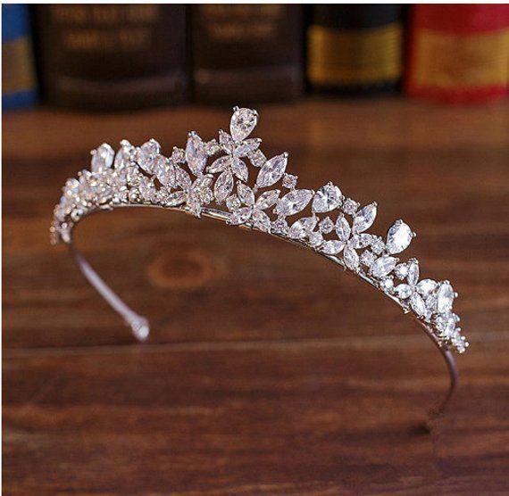 Crystal tiara Wedding tiara Bridal crown Wedding crown Bridal tiara Crystal crown Bridal hair accessories Wedding accessories