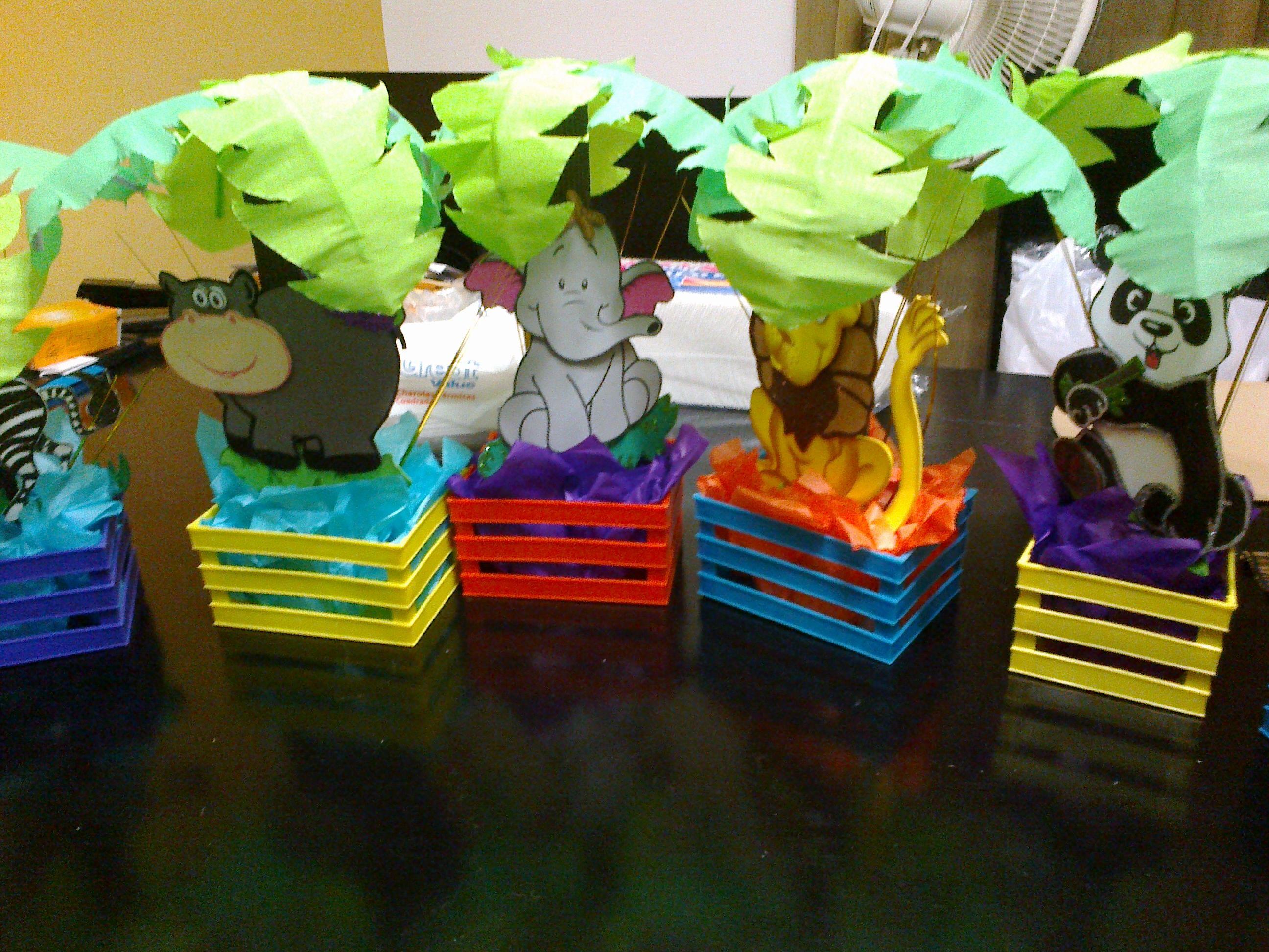 centros de mesa tema jungla para baby shower