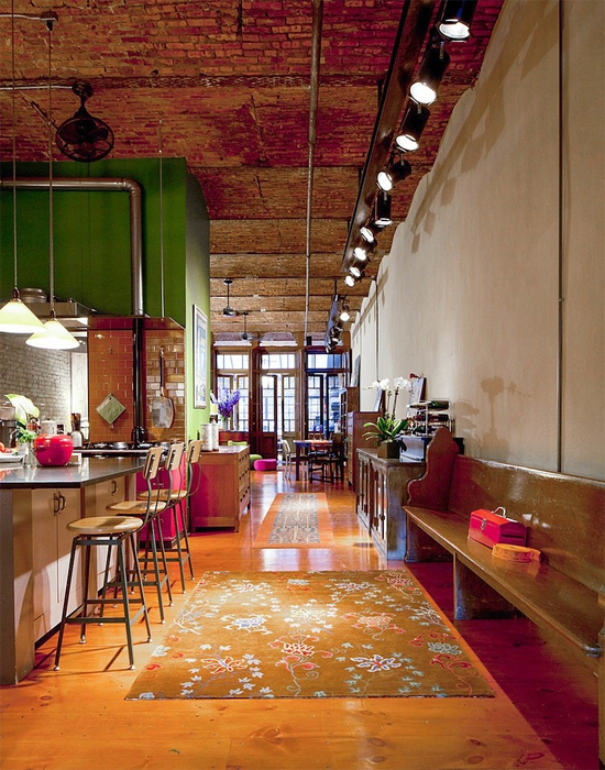 Tra facciate in terracotta gallerie e negozi alla moda for Appartamento design industriale