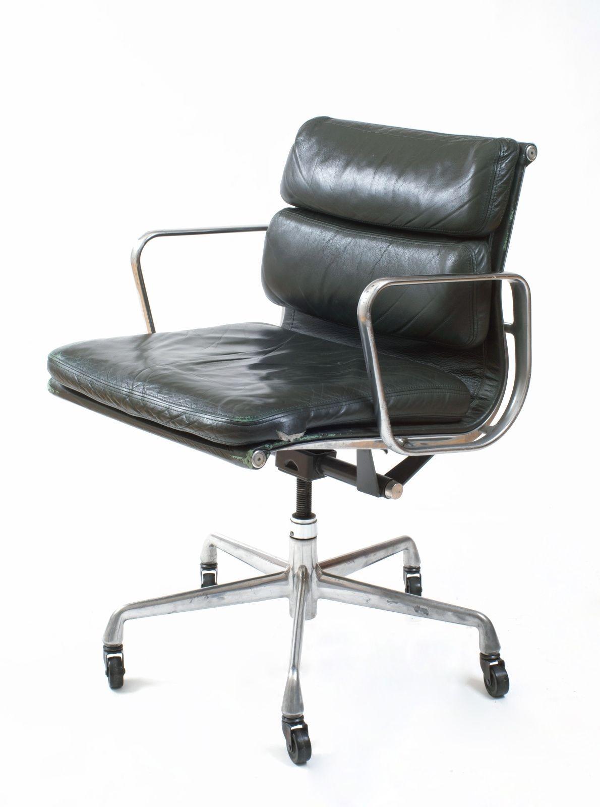 vintage eames soft pad management chair for herman miller dark green leather. Black Bedroom Furniture Sets. Home Design Ideas