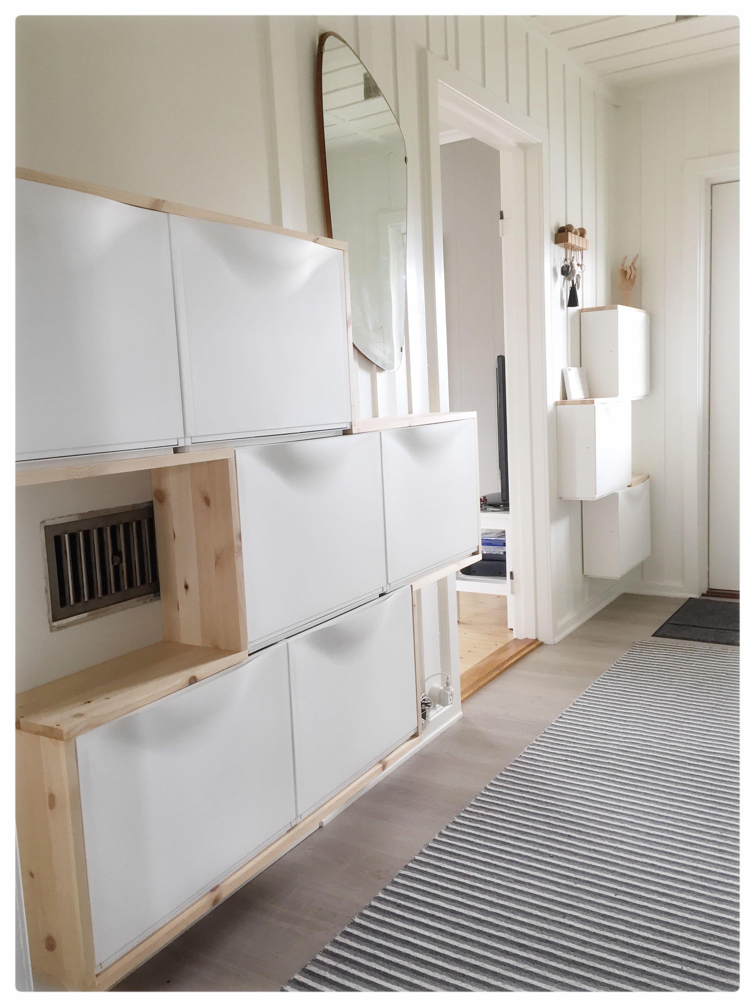 Trones ikea hack small entry hallway white wood - Armarios entrada recibidor ...
