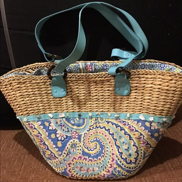 606324645b86 Vera Bradley beach bag Vera Brady straw trendy beach bag! Summery pattern -  decent room with zip pouch inside! Good condition  ) Vera Bradley Bags Totes