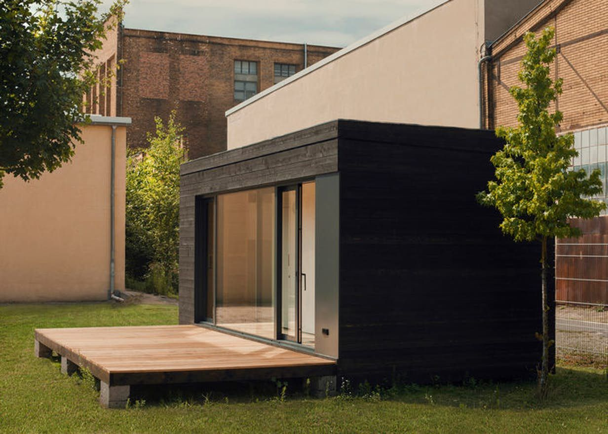 The thinking behind the futteralhaus is that minimalist living