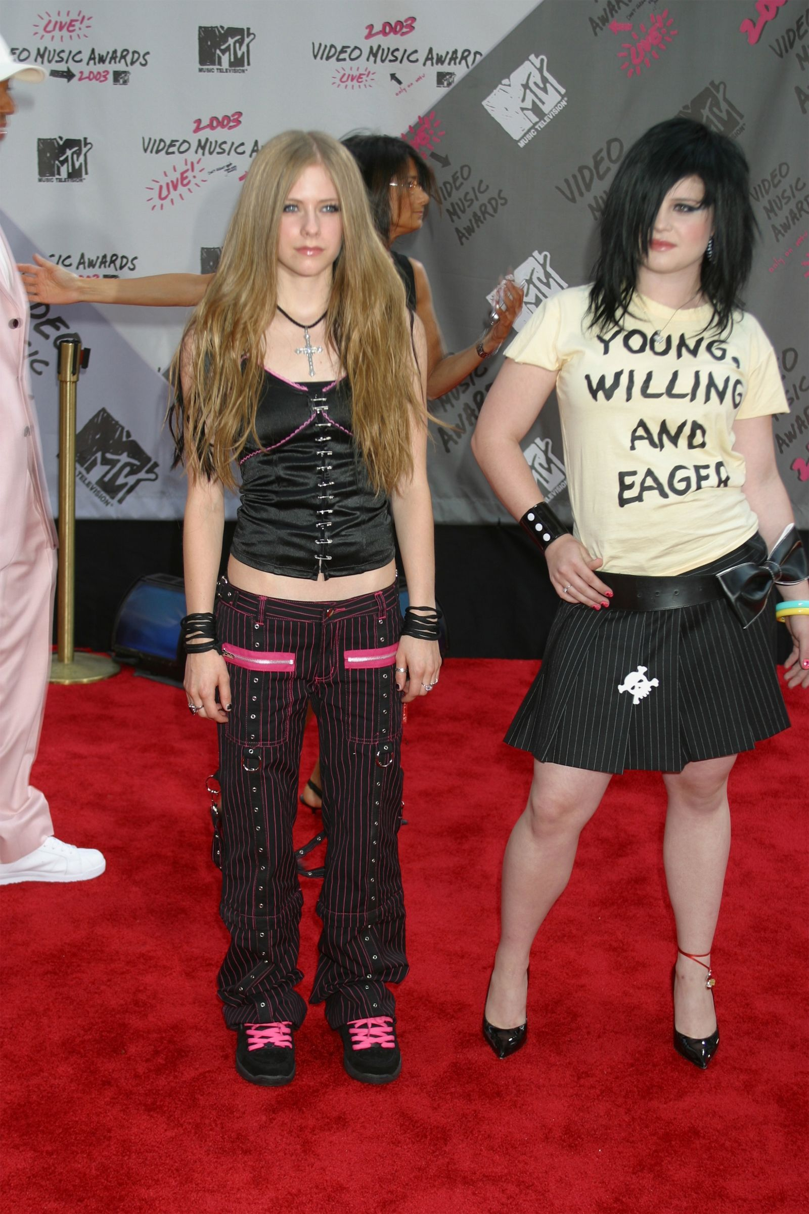 The 50 Craziest Most Cringe Worthy Outfits Celebrities Wore In The Early 2000s Early 2000s Fashion 2000s Fashion Outfits 2000s Fashion Trends