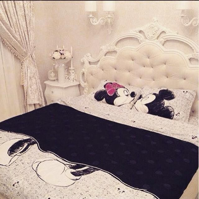 Minnie and Mickey Mouse bedding
