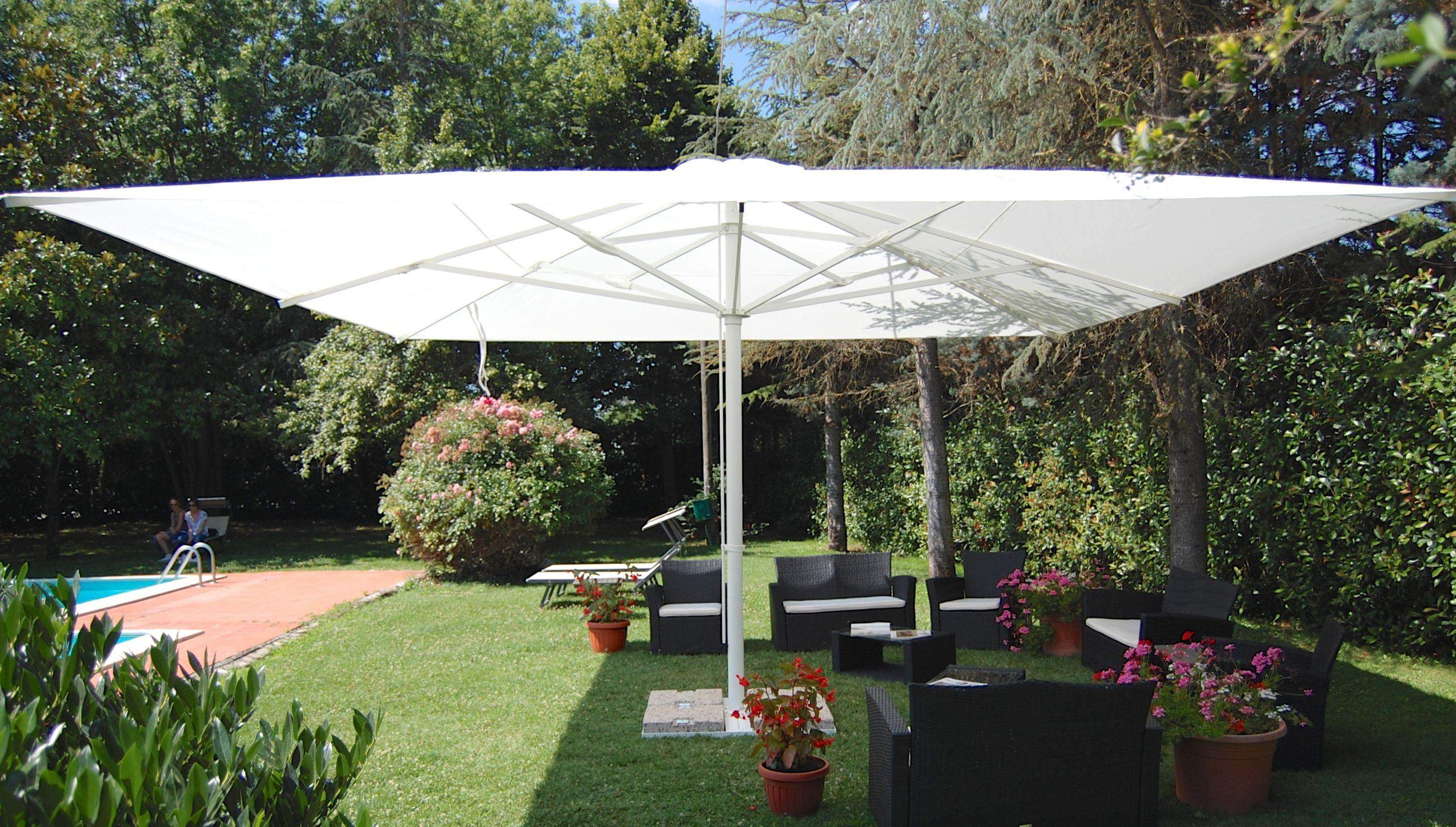 our maxi centermost patio umbrellas comes with a standard movable
