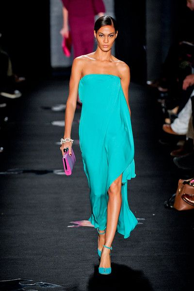 Very feminine and flattering, love the colour contrast themes from Diane von Furstenberg at New York Fashion Week Fall 2012